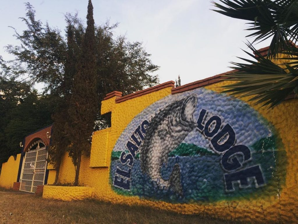 El Salto Lodge Hotel entrance with graffity